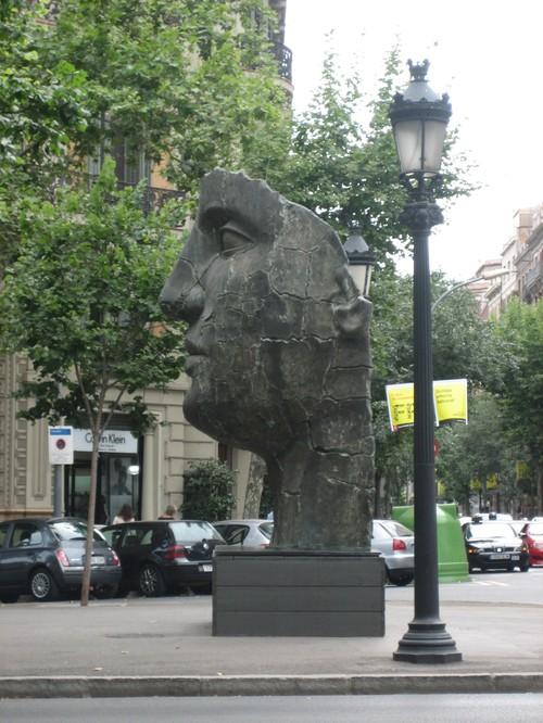 barcelona passage de gracia statue