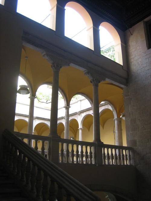 barcelona cloister off pza del rai